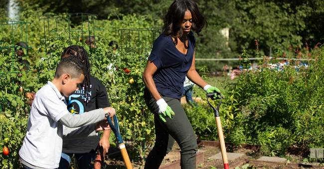 Students help first lady harvest White House garden