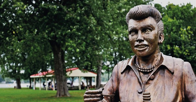 'Scary Lucy' statue inspires NY mall's Halloween display