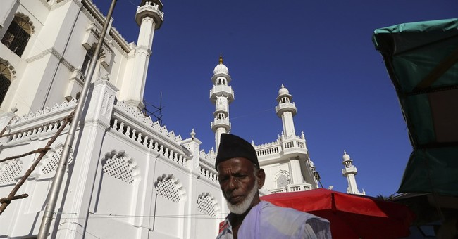 Indian cleric aims to stop Muslim youth from joining IS