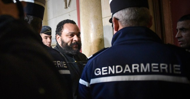 Controversial French comic tells court he seeks peace