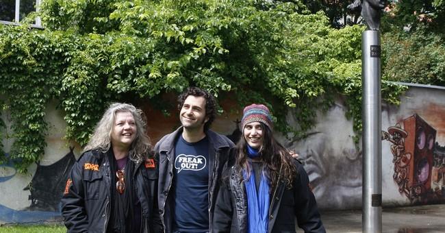 Widow of musician Frank Zappa dies at 70