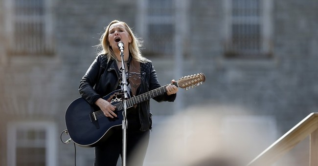 Melissa Etheridge sings for inmates at Ohio women's prison