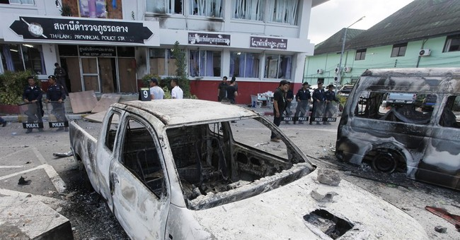 Angry crowd riots on Phuket after 2 killed in police crash