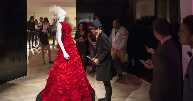 New Atlanta fashion museum opens with Oscar de la Renta show