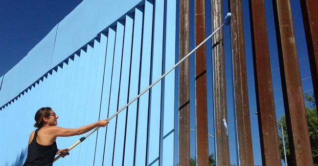 Artist plans to render border fence 'invisible'