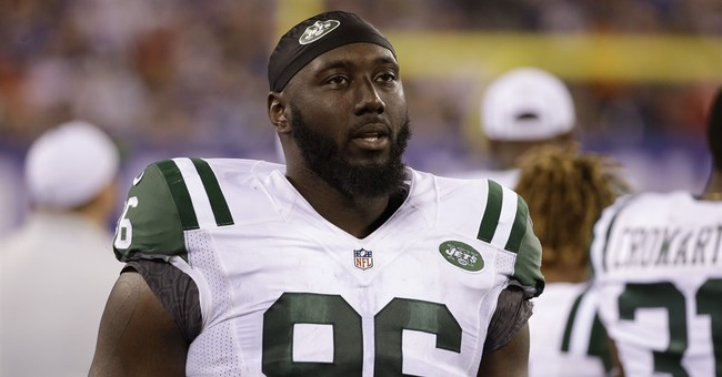 Jets' Wilkerson honors 96 breast cancer survivors