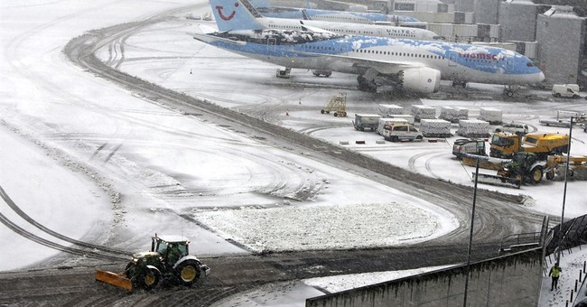 Ice, snow hit Britain, closing Manchester Airport