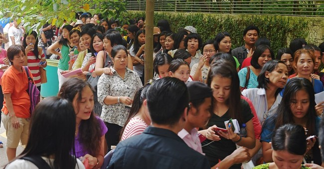 Hundreds of Myanmar citizens line up to vote in Singapore