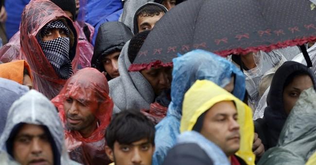 Thousands rush into Croatia as police reopen Serbia border