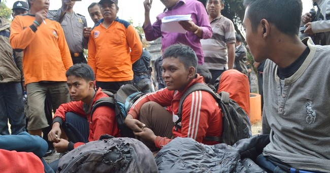 Indonesian forest fire kills 7 hikers, injures 2 others