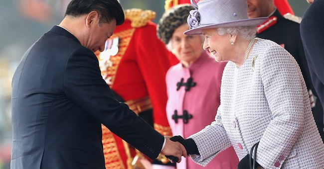 The Latest: Queen toasts China's Xi at lavish state banquet