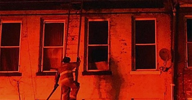Father save 2 children from fire; mother and 3 kids killed