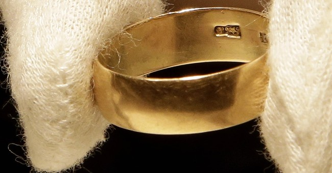 Sixth Floor Museum adds Oswald's wedding ring to exhibit