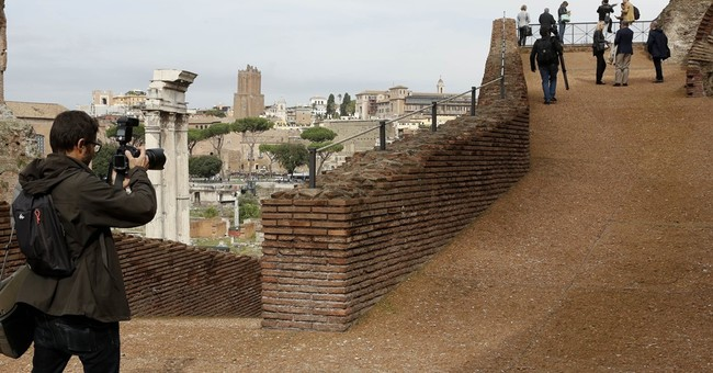 New ramp connects Roman Forum with palace in Rome