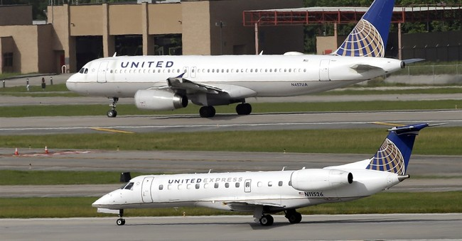 Record third-quarter profit at United fueled by cheap fuel