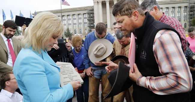 Texas riders deliver Ten Commandments to Oklahoma governor