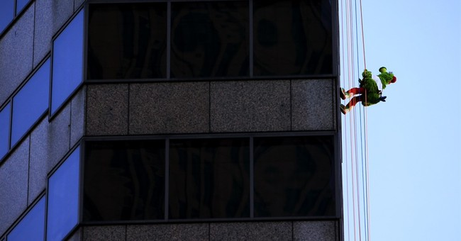 Phillie Phanatic, 76ers mascot rappel down city skyscraper