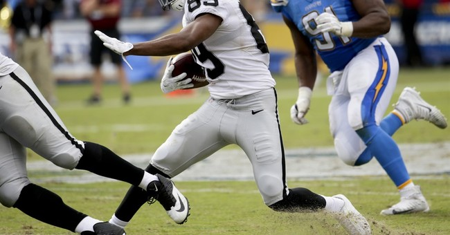 Carr throws 3 TD passes, Raiders embarrass Chargers 37-29