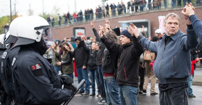 German police use water cannon on protesters in Cologne