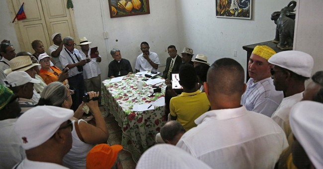 Cuban Santeria priests welcome closer ties with US