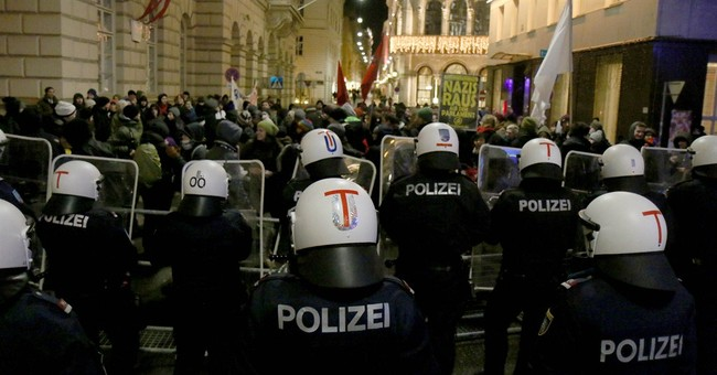 Thousands protest right-wingers at Vienna ball, 38 detained