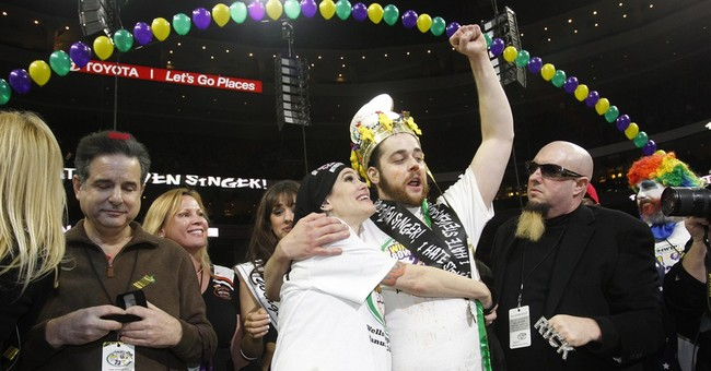 Pro wrestler cheats at Wing Bowl, hides food in fanny pack