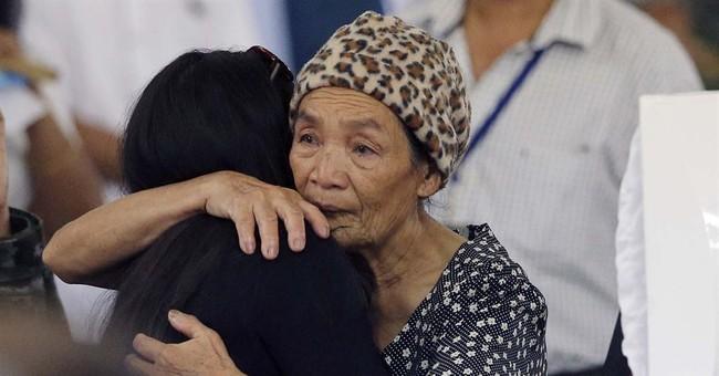 Philippines mourns 44 commandos; terror suspect hunted