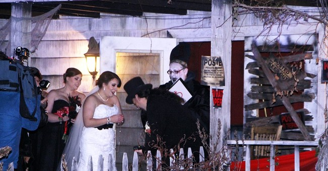 'I boo': Couple gets married at haunted theme park