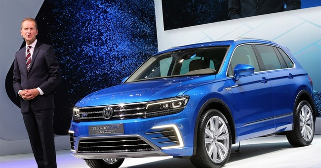 Volkswagen apologizes for emissions scandal at auto show
