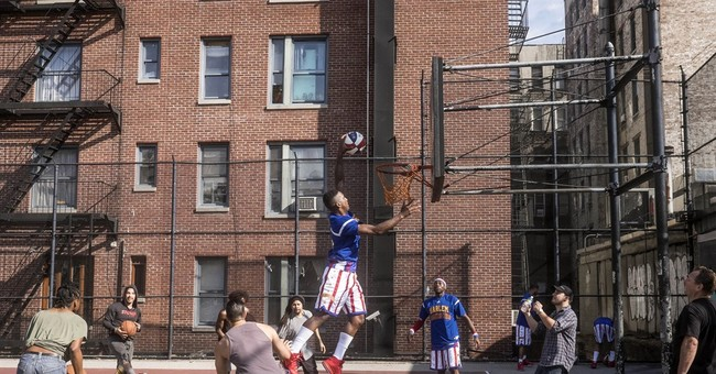 'Stomp' joins Harlem Globetrotters for a cool video shoot