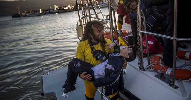 Chaos, compassion as migrants rescued from Aegean boat wreck
