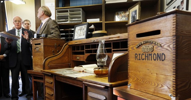 New Hampshire shows off desk of man who proposed primary