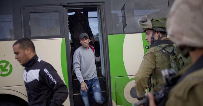 2 Palestinian attacks, Israeli police say; 2 stabbers killed
