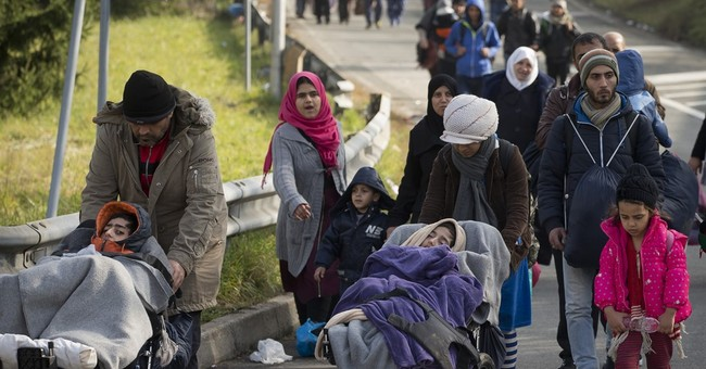 Self-inflicted wounds dog EU moves to manage migrant crisis