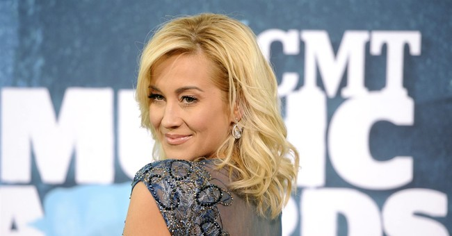 Kellie Pickler gets personal, but no drama on reality show