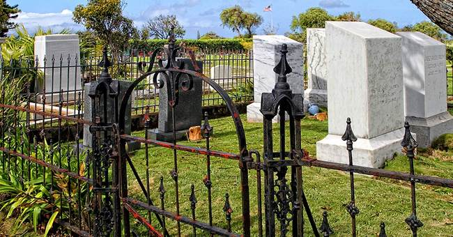 Neighboring cemeteries in Maui at odds over expansion plans