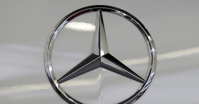 Mercedes issues recall; air bags can inflate without crash