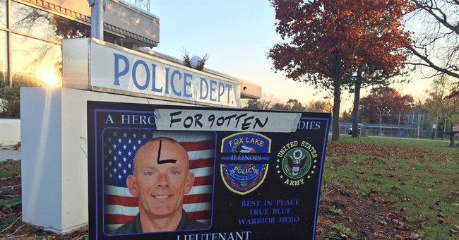 Illinois officer's personnel file contains warning signs