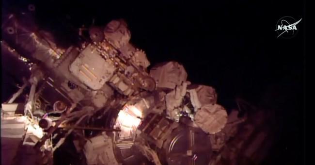 Spacewalkers encounter leaking ammonia, spoils radiator work