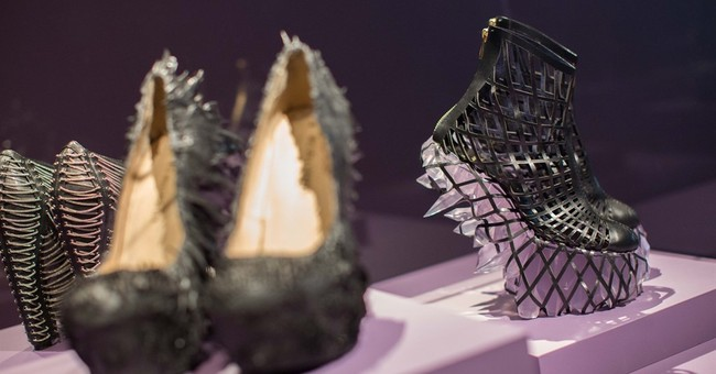 Dutch fashion designer melds the traditional and high-tech