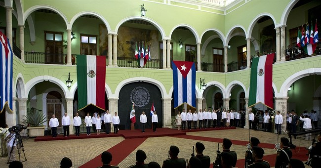 Cuba's Raul Castro visits Mexico to renew relations