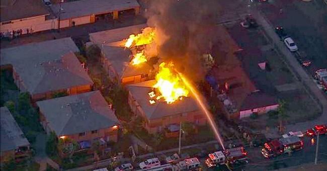 Fire destroys Anaheim townhomes, everybody safe