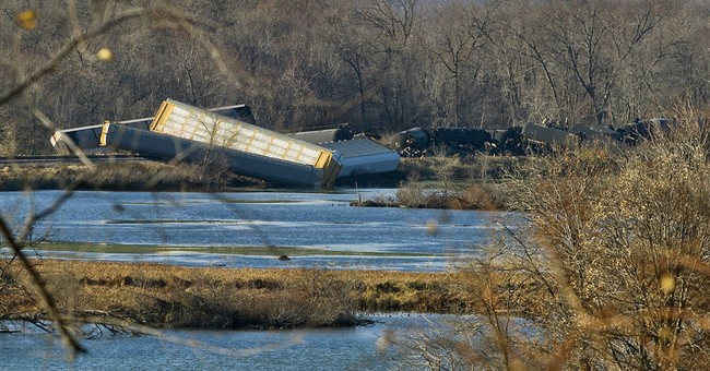 Ethanol leaks into Mississippi River after train derailment