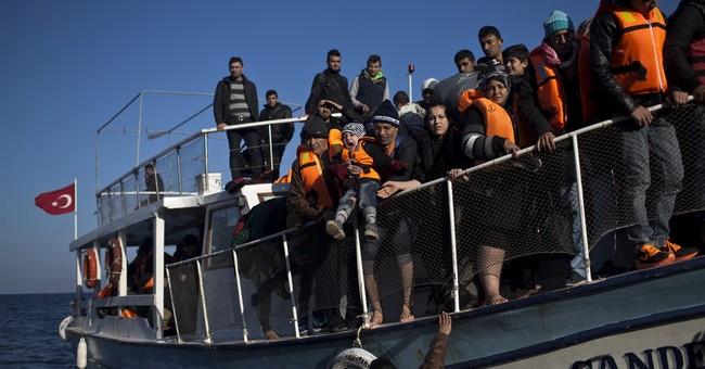 Hundreds of migrants rescued off eastern Greek islands
