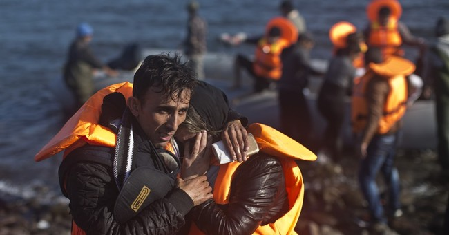 Hundreds of migrants rescued off eastern Greek islands