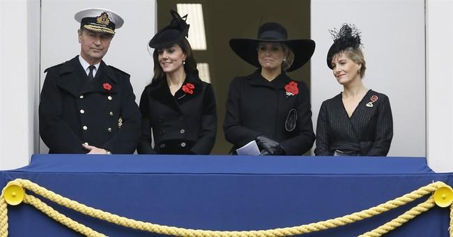 Queen leads Britain in annual service honoring war dead