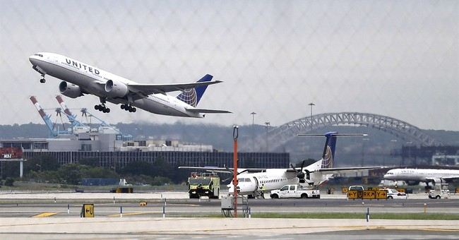 US sues over proposed deal between United, Delta at Newark
