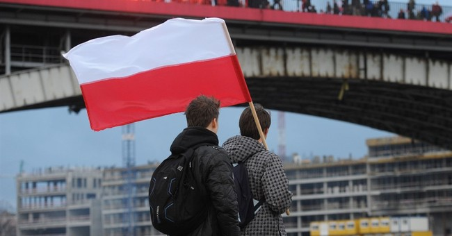 Radical Poles mark Independence Day with anti-migrant march