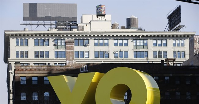 Huge YO/OY sculpture in Brooklyn references urban slang