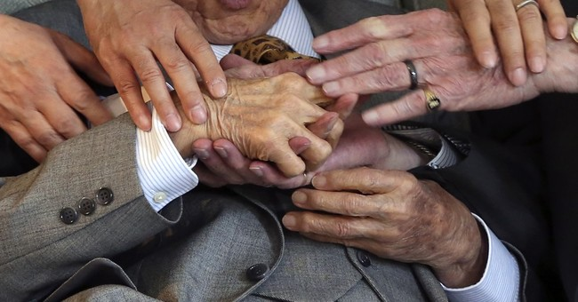 Foes at war, WWII vets from UK, Japan shake hands